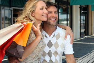 2840400-couple-on-a-shopping-spree